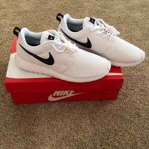 NWT Nike Roshe